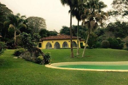 Casa em sitio Lindissimo 5 quartos - Teresópolis - Huis