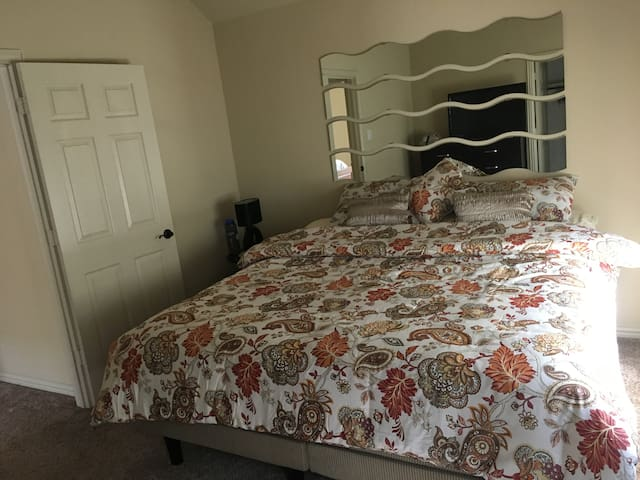 Big private bedroom for a female guest