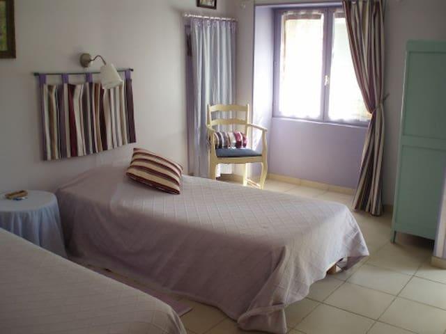 Chambre Glycine - Le petit Dennevy - Dennevy - Guesthouse