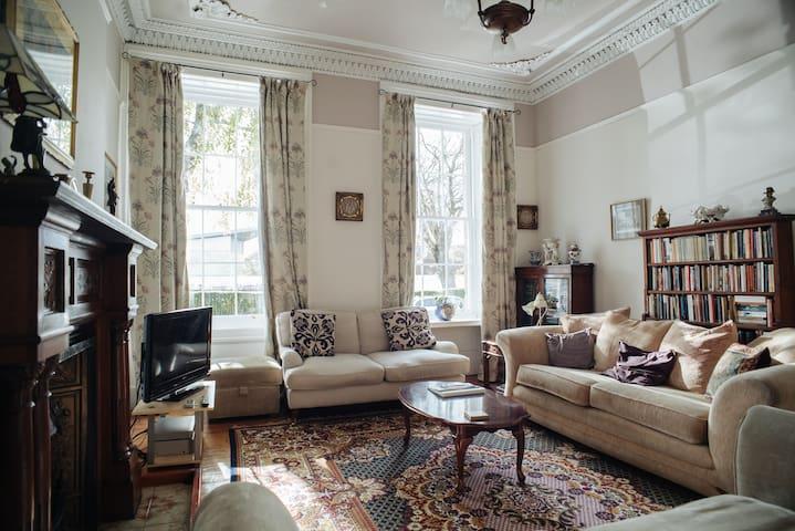 Spacious Victorian Flat in Heart of Finnieston