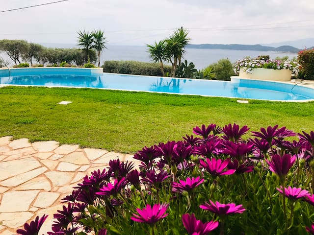 SUPERB MODERN HOUSE-POOL-AMAZING SEA VIEW-