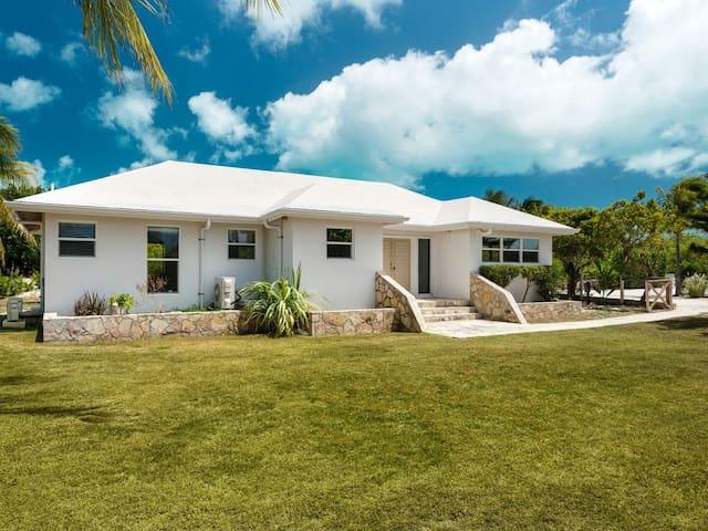 Coco Pine Villa: Private Oasis in Grace Bay