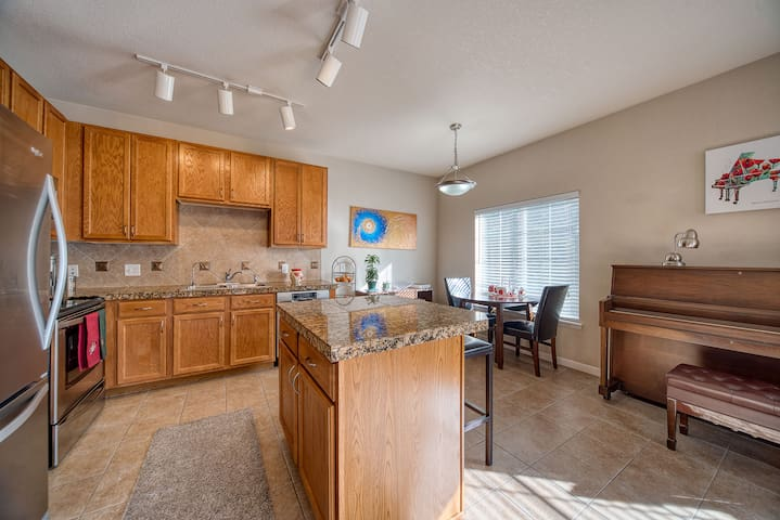 Cozy condo for a short-term lease 4-6 months