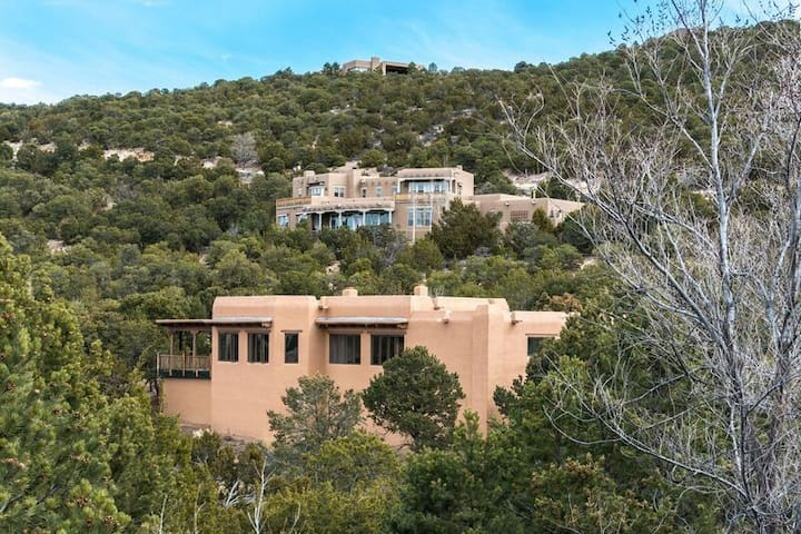 Beautiful Santa Fe Hills Neighborhood close to everything with amazing views/nature