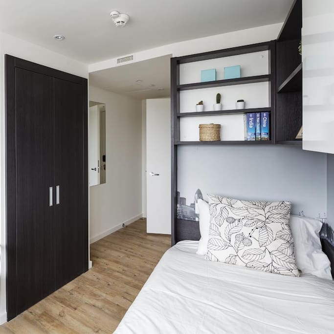 Ensuite Single Bed with Wooden Floor