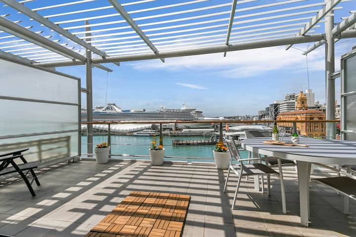 Luxurious Waterfront Apartment on the East side of Princes Wharf 2219