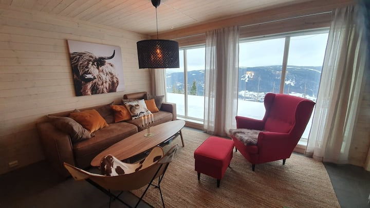 Hafjell Apartment with epic view, ski/bike in/out