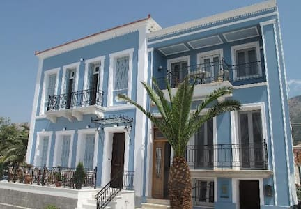 PALAIROS Beachfront HOUSE Sleeps 4 FLAT Sleeps 2/3 - Palairos