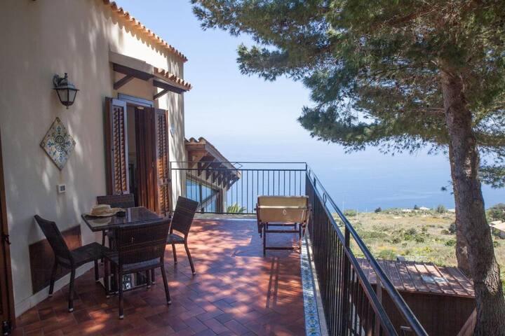 Hotel Villa Sauci..San Vito Lo Capo..Suite con terrazza vista mare e bagno con vasca idromassaggio Jacuzzi