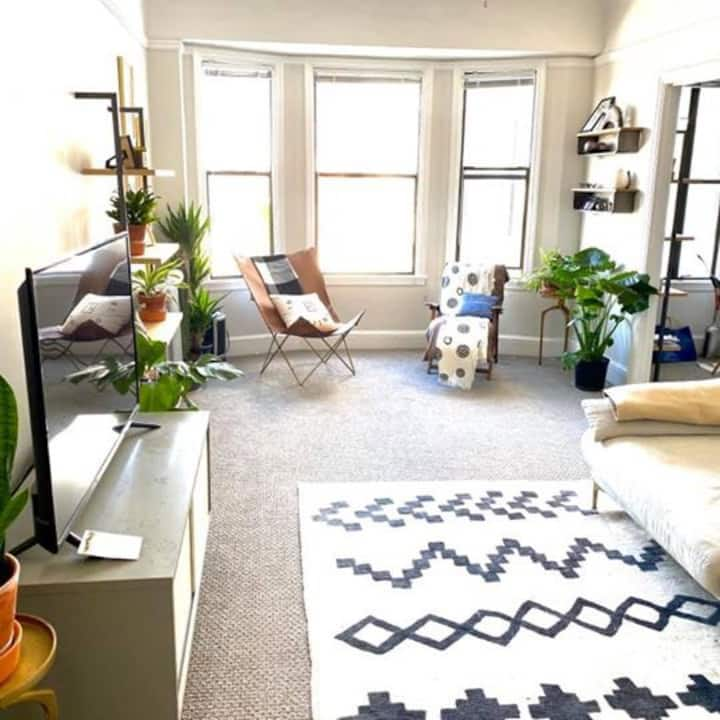 Sunny furnished 1BR in Russian Hill