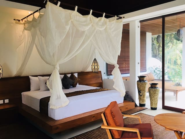 High Quality linen and very comfortable Super King bed overlooking the Private pool and jungle.
