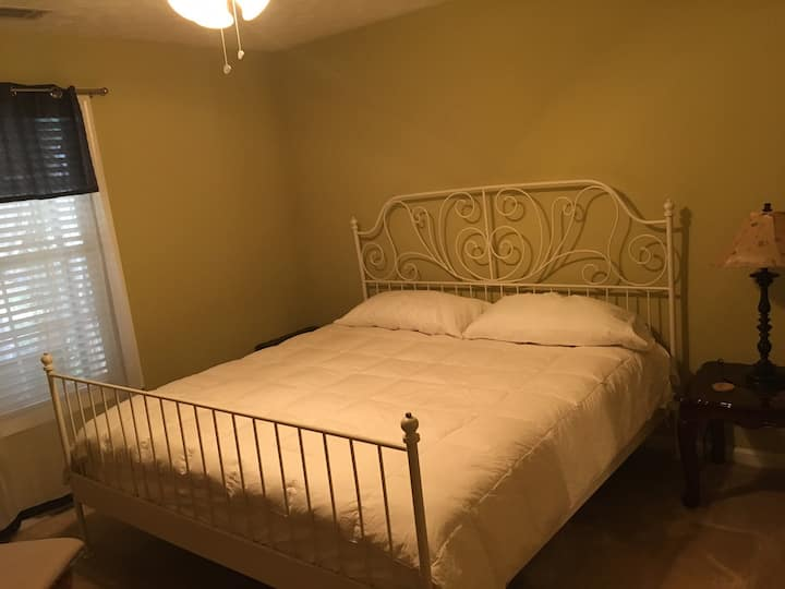 King bed In  3 Room Home Near Old  Norcross