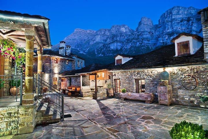Nikos and Ioulia Tsoumanis guest house