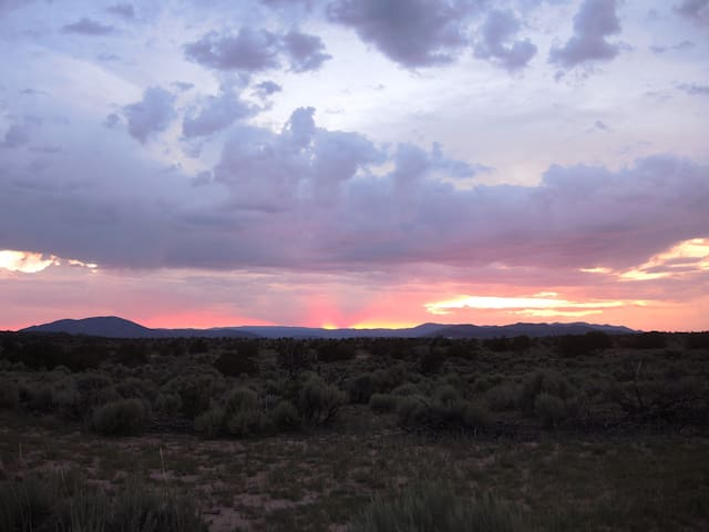 Sunsets and Solitude near Ojo Caliente Spa - Ojo Caliente - Kabin