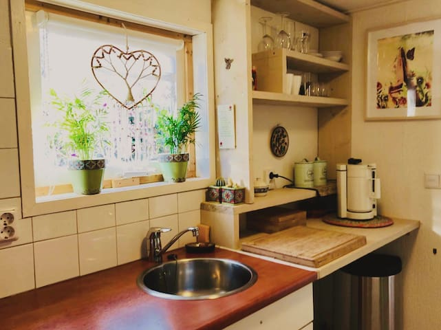 Keuken met gaspitten om te koken( net niet te zien op de foto)