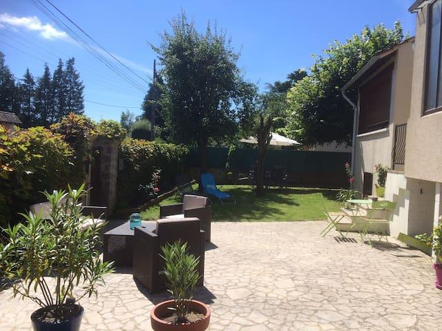 Petite maison rénovée, région magnifique - Thomery - Dům