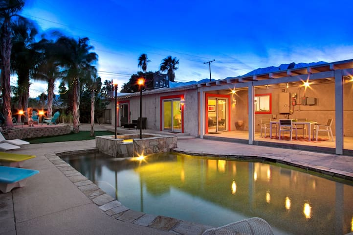 Near Downtown, Private Oasis with Salt Water Pool - Palm Springs - House