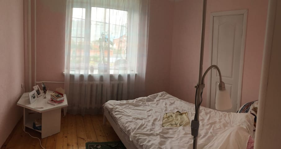 small pinky bedroom (the host lives here normally)