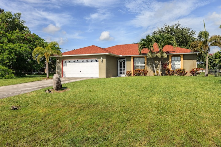Beautiful family home in the Cape! Great location!