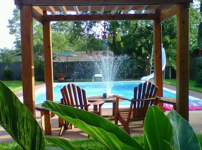 Executive Home w/Pool on Boulevard