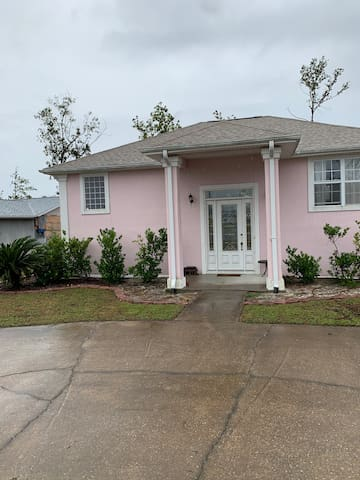 House with room(s) close to Tyndall AFB