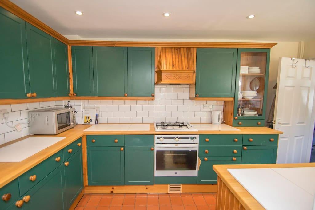 Kitchen with small breakfast bar