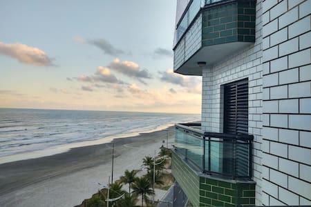 Apartamento frente ao mar.