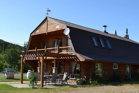 BOOK YOUR PRIVATE RANCH NEAR TREMBLANT! - Val-des-Lacs - Alpehytte