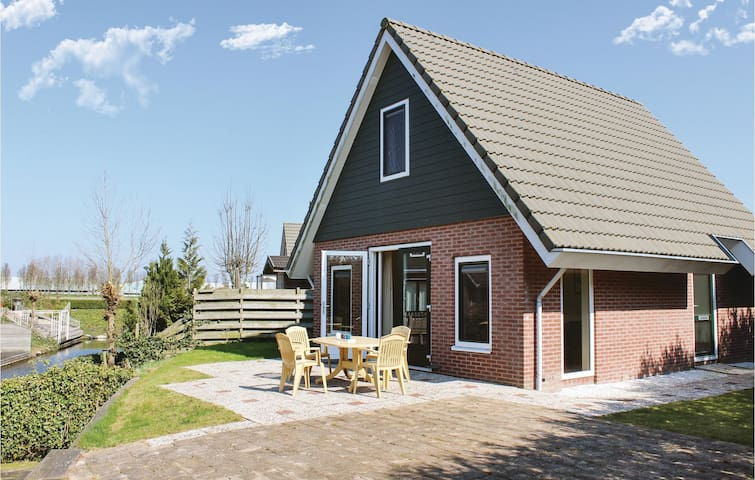 Holiday cottage with 2 bedrooms on 85m² in Opperdoes