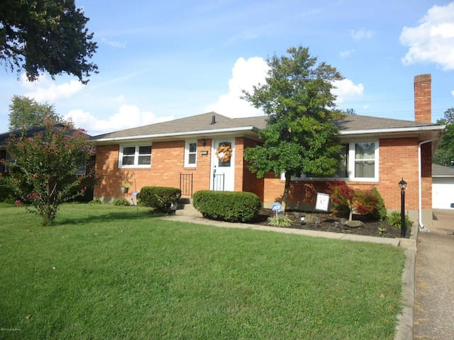 Cozy Home in Louisville!!! Great location!!!