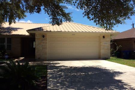 Beautiful Stone Home with Jacuzzi - San Antonio