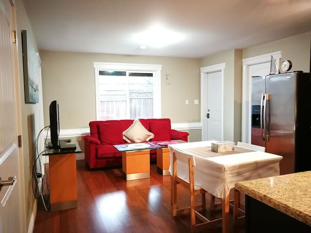 Lovely 2Bedroom Suite Located in Convenient Place.