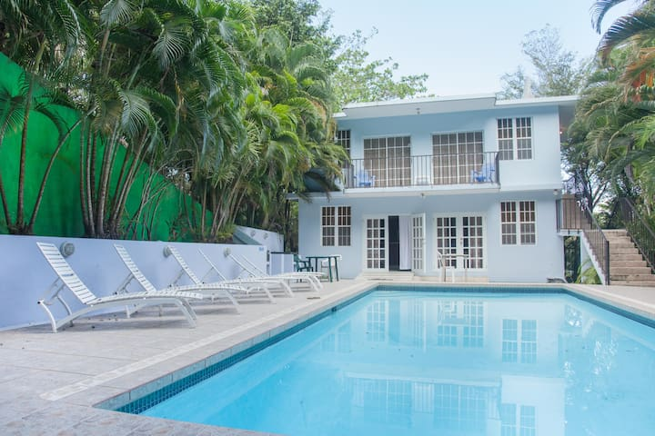 Pool Villa Studio a min walk to the Beach & Tamboo