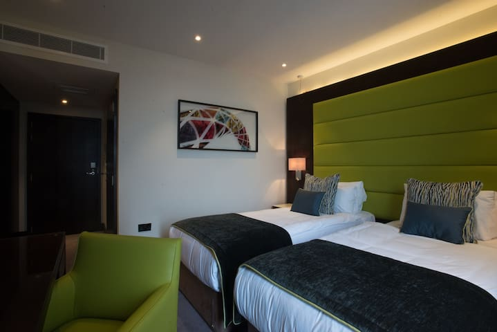 Deluxe Twin Ensuite room