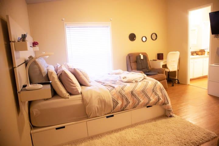 Beautiful mini-studio with private door