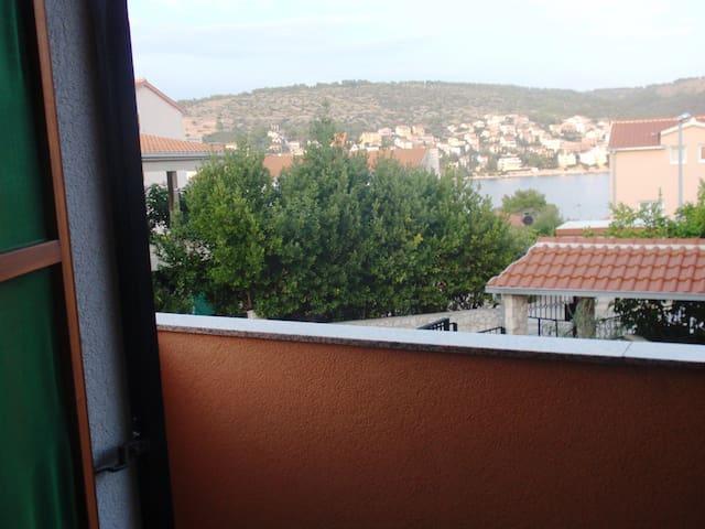 Apartman Mira - Okrug Gornji - Flat