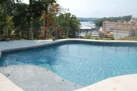 Private Pool Vacation Home - Lake Ozark - Hus