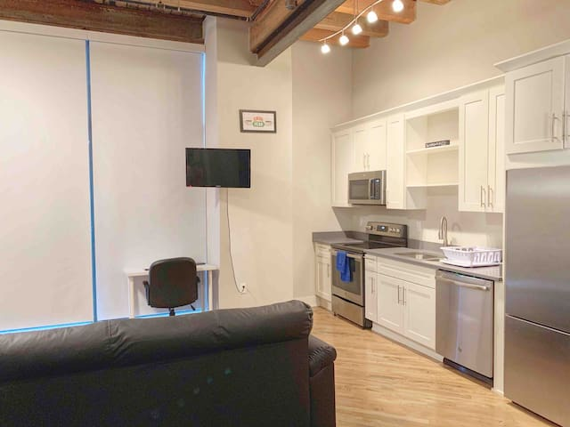 Downtown Loft, by Convention center w/easy parking