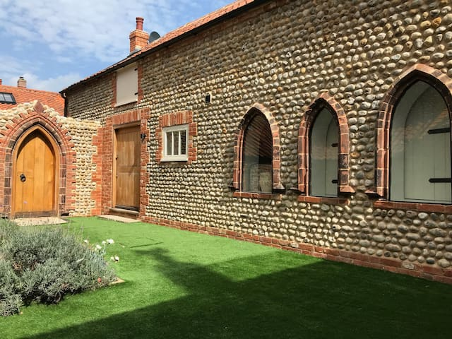 North Norfolk holiday cottage on the coast in Cley
