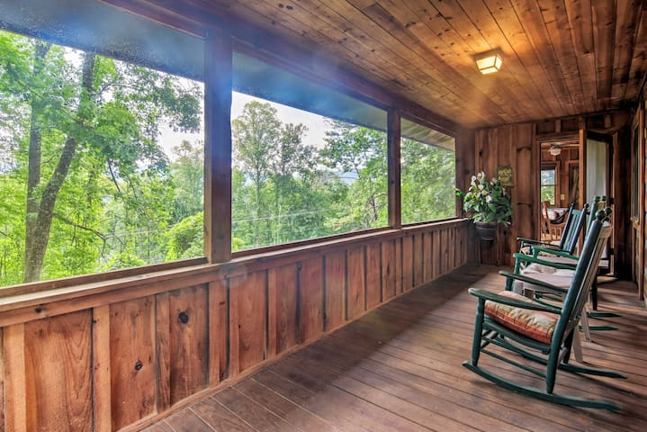 Bryson City Cabin w/Mtn View ~4 Mi to Rafting