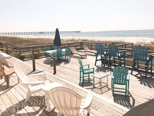 TLC Time - Beach Front Huge deck No Stairs. Walking distance to Pier Park