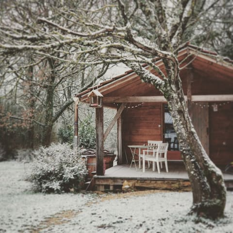 Cabin with wood stove and jacuzzi near St Antonin