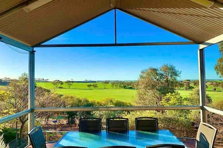 Rocky Ridge Estate 3 x 2 Modern Farm Residence