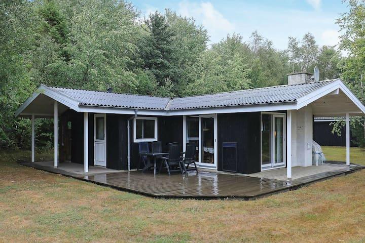 Jolie maison de vacances à Roslev avec sauna