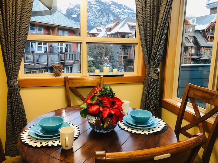 Top unit one-bed room with AC,2 bed resort Canmore
