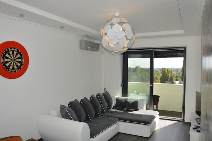 Nice view & modern, cosy Apt with 2 balcony - Boedapest - Appartement