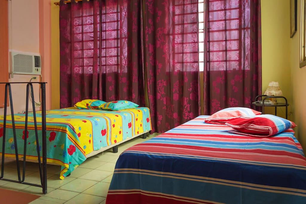 Habitación 1: aire acondicionado, baño privado, espaciosa, iluminada, ventilada