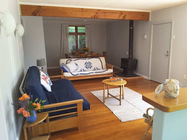The Summerhouse in Motueka, Abel Tasman-beds for 6 - Motueka - Maison