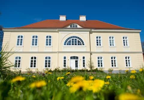 Schön & ruhig wohnen im Gutshaus bei Frankfurt (O)