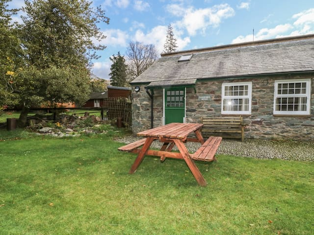 GARDENERS BOTHY, character holiday cottage in Glenridding, Ref 987929